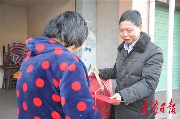 蔡厚勇走访老党员困难群众 (2).JPG