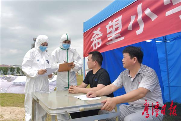 徐蓉摄-洪涝灾后防疫演练,疫情处置小分队开展疫情监测.jpg